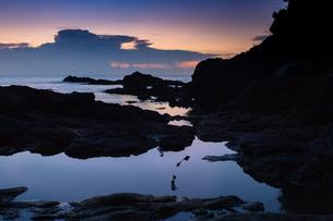 沖縄県恩納村 夕景の写真素材 [FYI03228066]