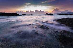 沖縄県恩納村 夕景の写真素材 [FYI03228131]