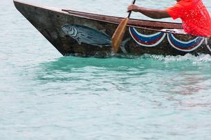 沖縄県のサバニの写真素材 [FYI03228152]