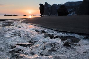 えびす岩と朝日の写真素材 [FYI03228211]