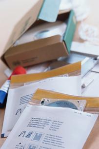 袋や箱の中のディスクの写真素材 [FYI03228853]