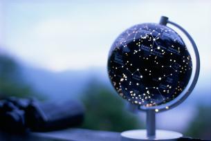 点灯された天体儀の写真素材 [FYI03229182]