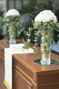 棚の上の装花の写真素材 [FYI03229965]