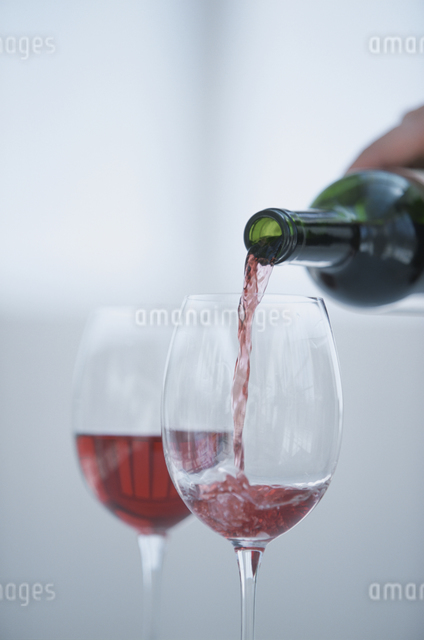 2個のワイングラスの写真素材 [FYI03230198]