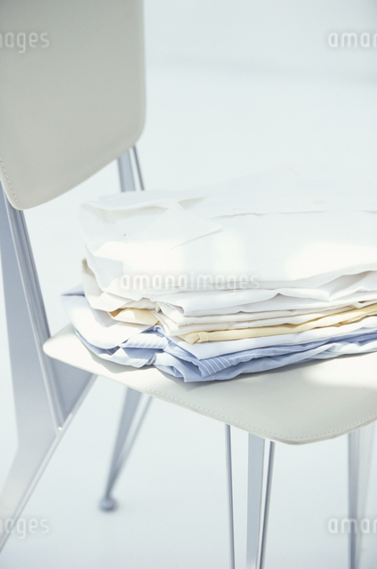 重ねたシャツの写真素材 [FYI03230258]