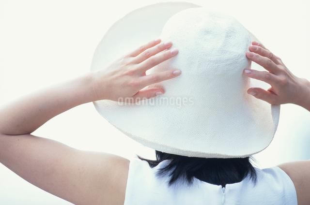 帽子をかぶった日本人女性の写真素材 [FYI03230377]
