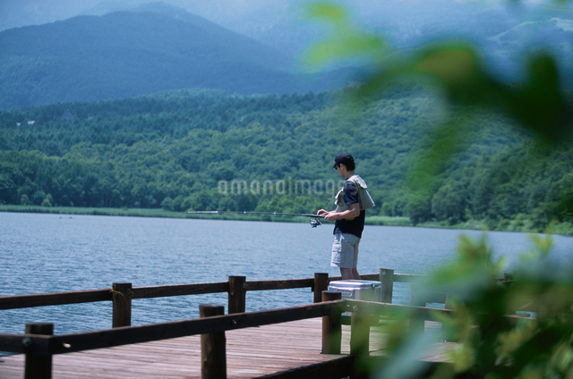 日本人男性の写真素材 [FYI03230403]