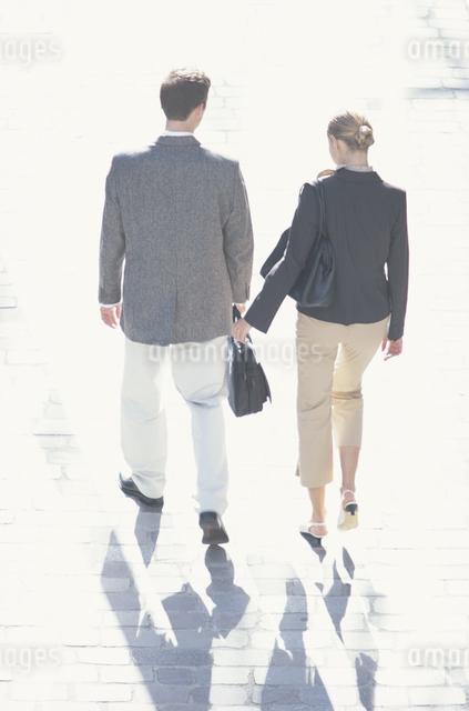 外国人男性と女性の写真素材 [FYI03230429]