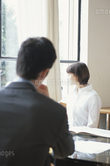 男性と女性の写真素材 [FYI03230431]