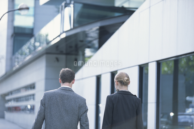 外国人男性と女性の写真素材 [FYI03230436]