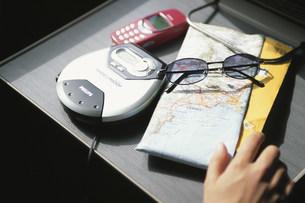 携帯電話や音楽プレーヤーや地図の写真素材 [FYI03230579]