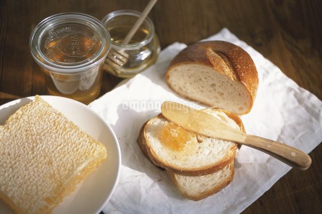 はちみつとパンの写真素材 [FYI03230898]