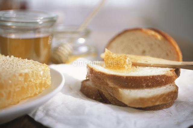 はちみつとパンの写真素材 [FYI03230907]
