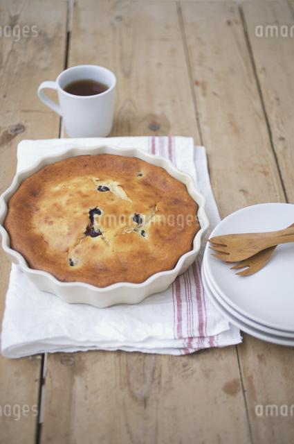 ブルーベリーパンケーキと紅茶の写真素材 [FYI03230908]