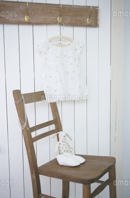 子供服と子供靴の写真素材 [FYI03230923]