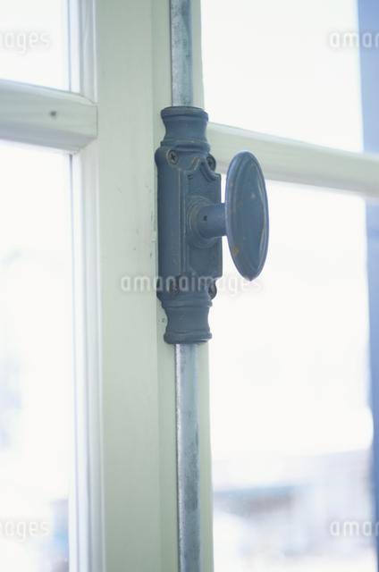 窓の鍵の写真素材 [FYI03230936]