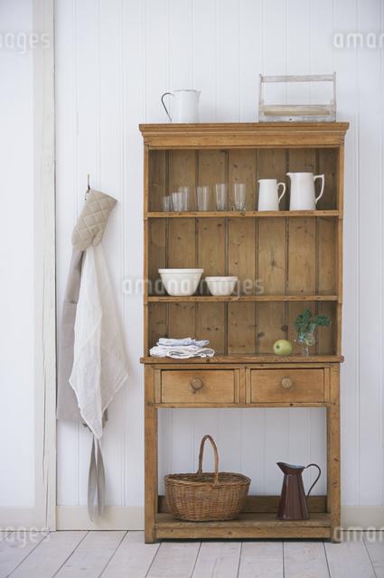 食器棚のキッチン用品の写真素材 [FYI03230949]