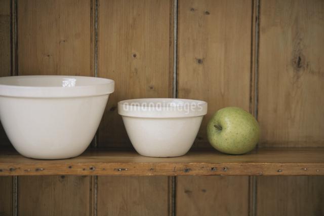 食器棚のキッチン用品の写真素材 [FYI03230952]