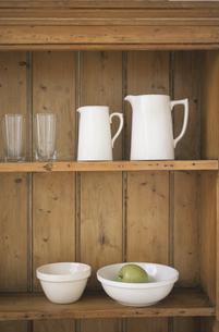 食器棚のキッチン用品の写真素材 [FYI03230954]