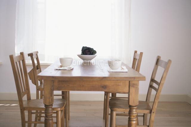 テーブルの上のティーセットの写真素材 [FYI03230972]