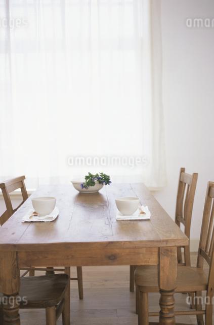 テーブルの上のティーセットの写真素材 [FYI03230982]