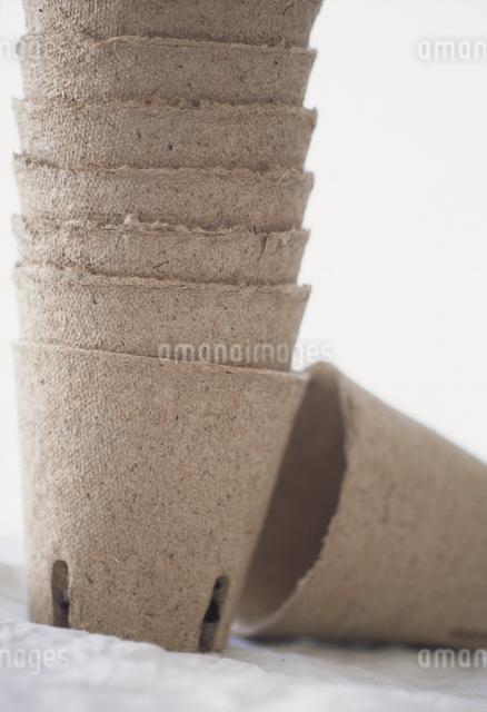 重ねられた植木鉢の写真素材 [FYI03231105]
