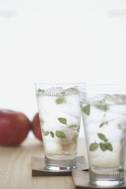 アップルティーとリンゴの写真素材 [FYI03231125]