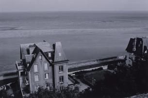 海辺の3階立ての家の写真素材 [FYI03231767]