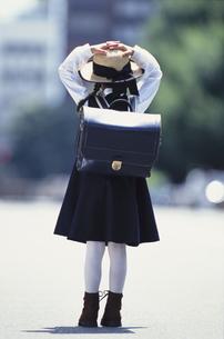 ランドセルを背負った少女の後姿の写真素材 [FYI03232026]