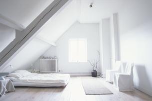 白いベットルームの写真素材 [FYI03232372]
