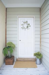 玄関の扉の写真素材 [FYI03233289]