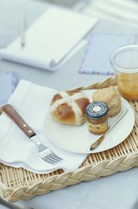 パンとスコーンとマーマレードの写真素材 [FYI03235277]