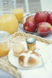 パンとママーレードとオレンジジュースの写真素材 [FYI03235278]