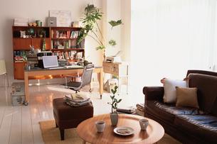 ソファのあるオフィスの写真素材 [FYI03235691]