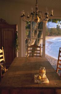 テーブルの上の洋ナシとジャムの写真素材 [FYI03236168]