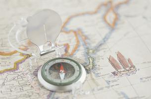 地図と方位磁石の写真素材 [FYI03237158]