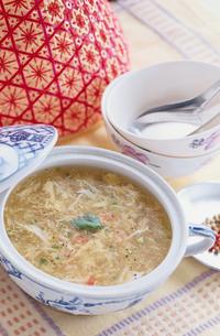蟹と卵のスープの写真素材 [FYI03237269]