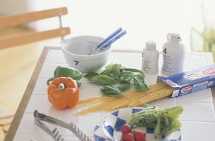 野菜とパスタの写真素材 [FYI03237284]