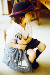 幼稚園の制服を着た子供の写真素材 [FYI03238254]