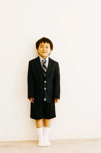 スーツを着た男の子の写真素材 [FYI03238255]