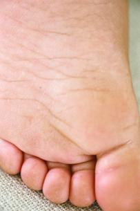 子供の足の写真素材 [FYI03238258]
