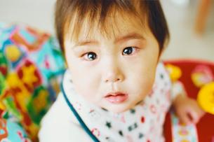 泣き顔の赤ちゃんの写真素材 [FYI03238280]