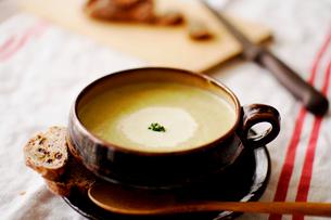 じゃがいものスープの写真素材 [FYI03238429]
