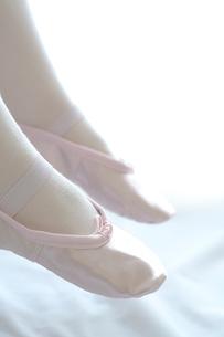バレリーナの足元の写真素材 [FYI03238526]