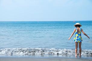 海と女の子の写真素材 [FYI03238603]