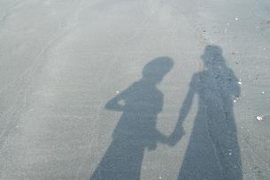砂浜にうつる影の写真素材 [FYI03238635]