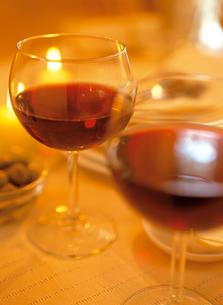 グラスに入った赤ワインの写真素材 [FYI03238782]