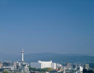 京都タワーと周辺の街並みの写真素材 [FYI03238938]
