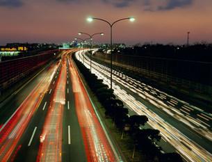 首都高湾岸線(夜)の写真素材 [FYI03239055]