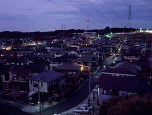 住宅街の夜景の写真素材 [FYI03239230]